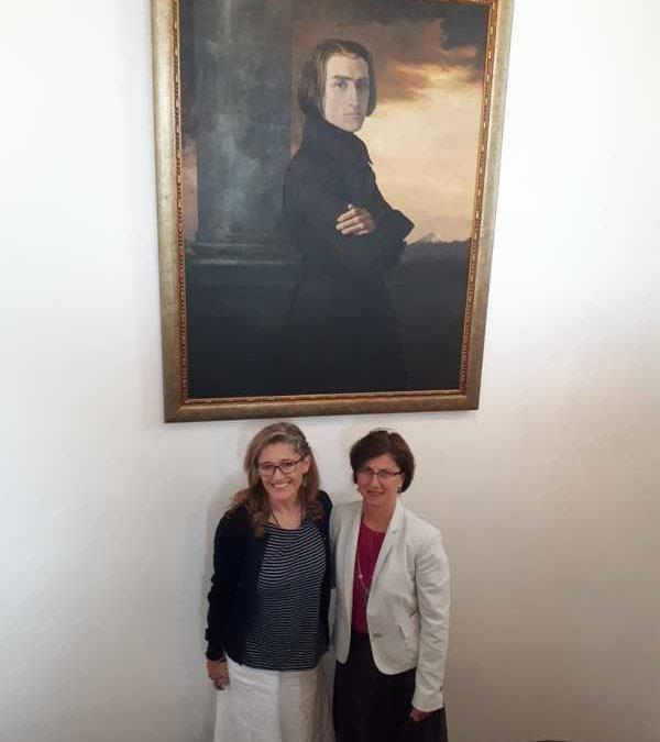 Embajada de Hungría creará alianzas con el Conservatorio Franz Liszt